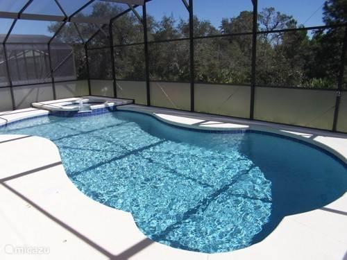 Zwembad met yacuzi