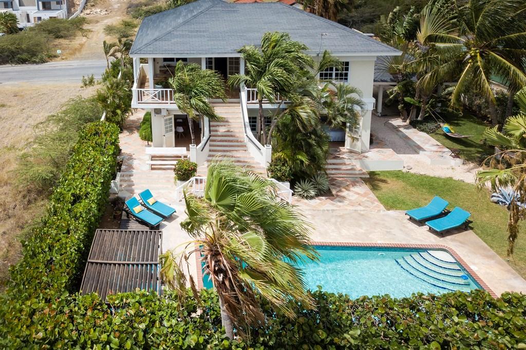 Luxe tropenvilla met zwembad op loopafstand van het strand! Wegens annulering beschikbaar vanaf 15 aug. Last minute actie t/m 15/09/18 15% korting!