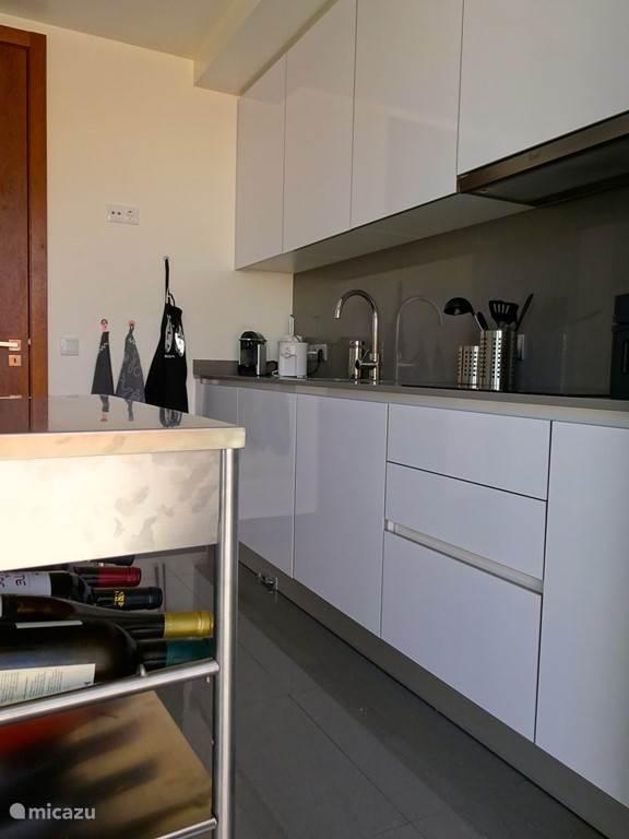 Keuken met alle apperatuur