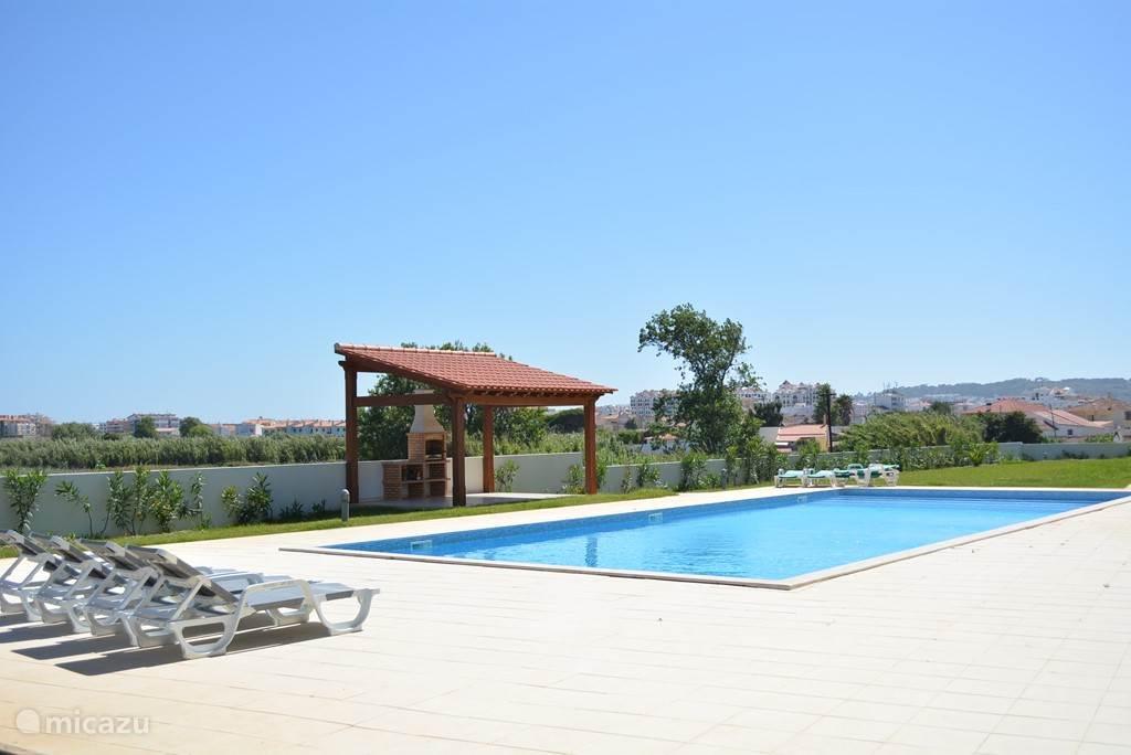 Gemeenschappelijk zwembad 15mx8m met bbq