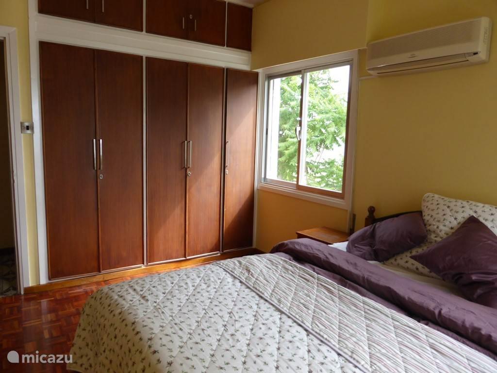 Master bedroom ingebouwde kasten