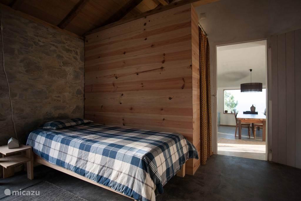 De tweede slaapkamer met hier het eenpersoonsbed