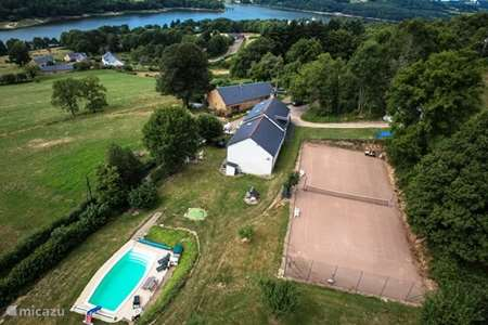 Vacation rental France, Nièvre, Chaumard farmhouse Farmhouse with pool and tennis court