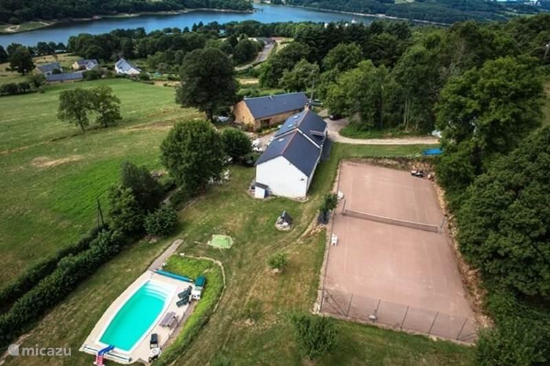 Vakantiehuis Frankrijk, Nièvre, Chaumard Boerderij Boerderij met zwembad en tennisbaan