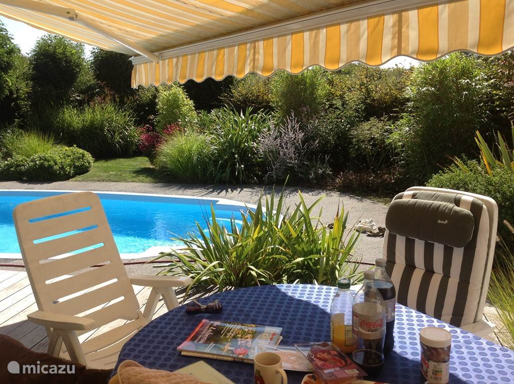 Large garden with lots of privacy. Nice situated and in the full sun. And of course with a lot of sun protection!