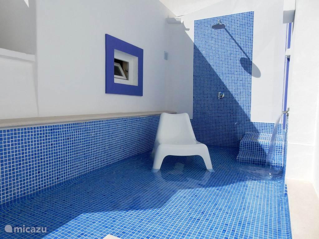Lounge pool, buiten douche & Turks bad (stoombad)