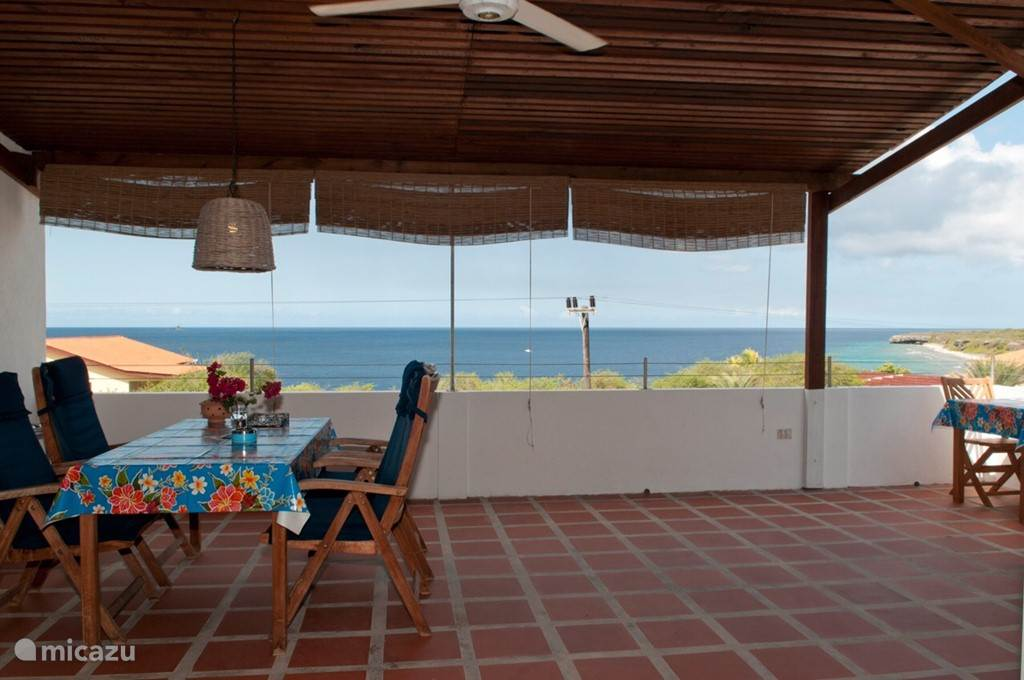 Terrace with sea views.