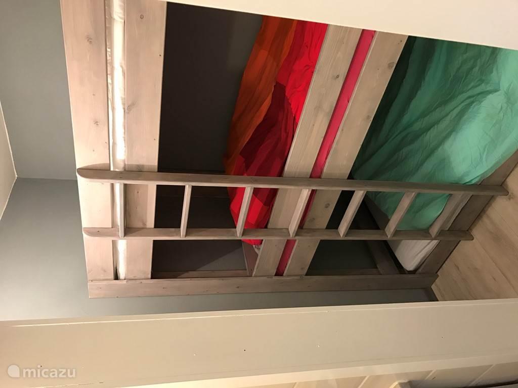 Kinderkamer met kledingkast