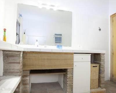 ......aangrenzende badkamer......