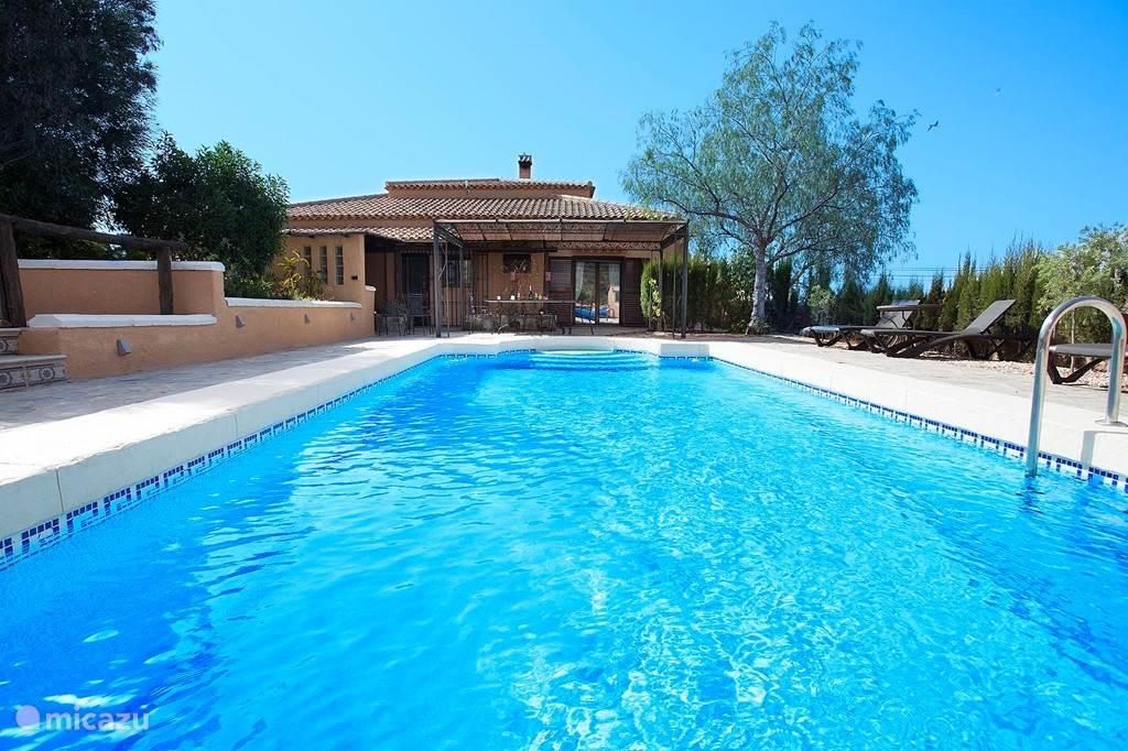......en zwembad ( 8 x4).......