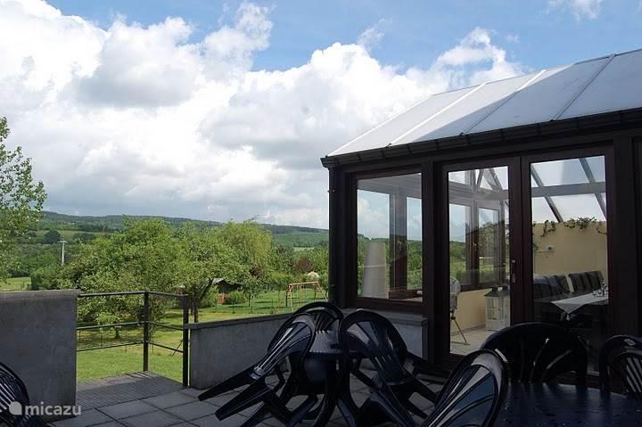 Veranda, aangrenzend terras met vrij uitzicht