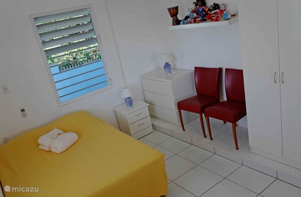Double bedroom 1 with airconditioning and shared bathroom.