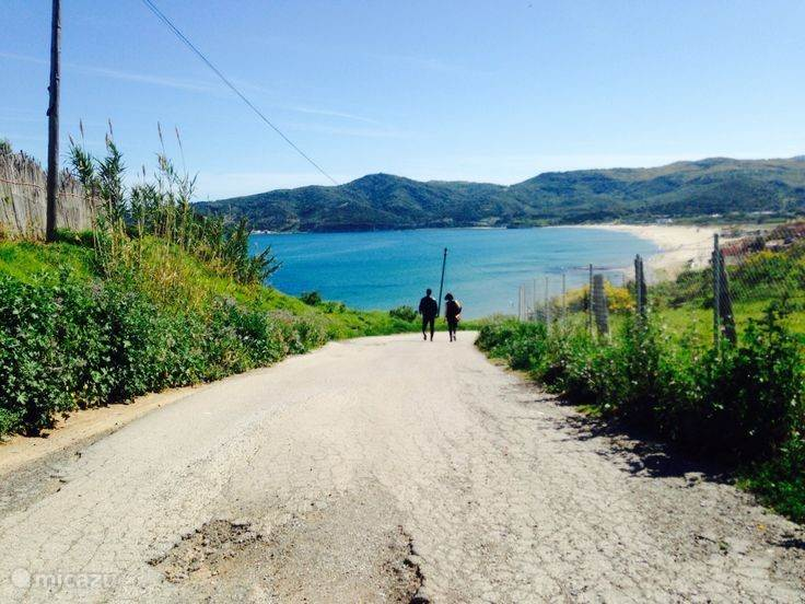 Het gebied een een low key Spaanse kust ervaring. Dit is een zicht over het strand van Getares