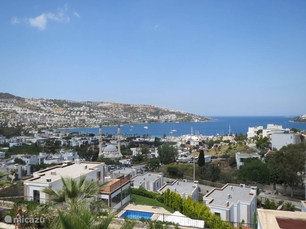 Het uitzicht van Villa Beraber over de baai van Gündogan en de Egeïsche Zee.