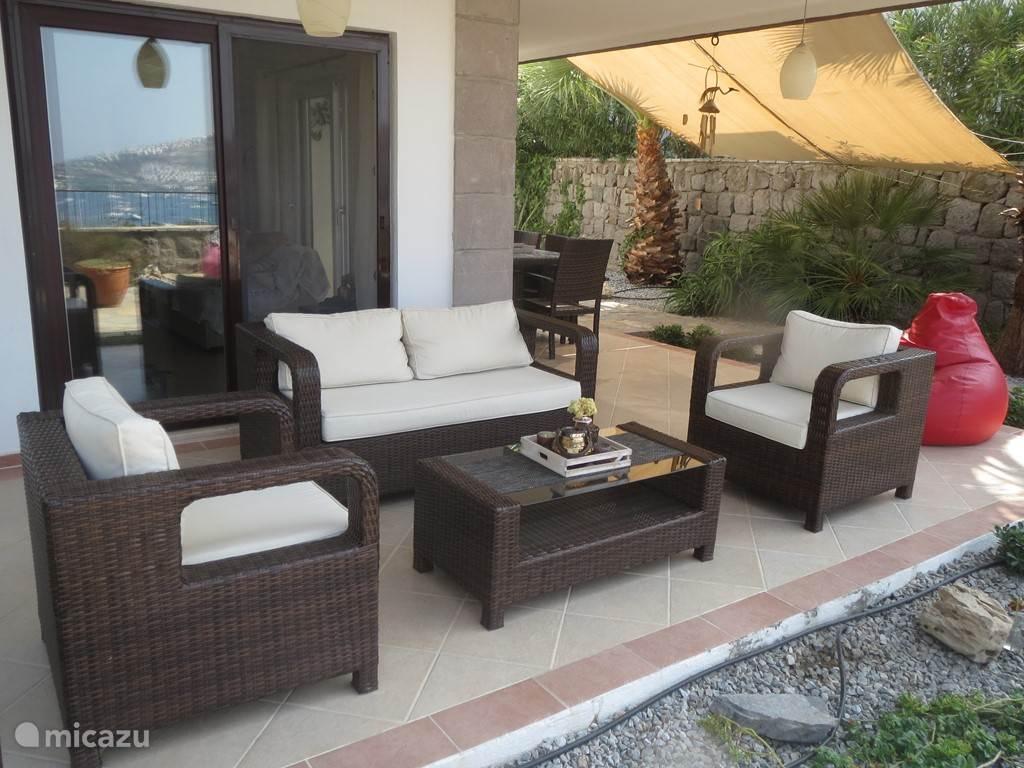 In juli 2016 heeft onze loungeset nieuwe kussens gekregen.