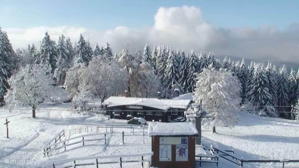 Sankt Andreasberg bedekt onder een flink pak sneeuw