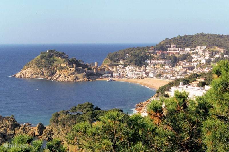 Op 3 km afstand: Tossa de Mar by day