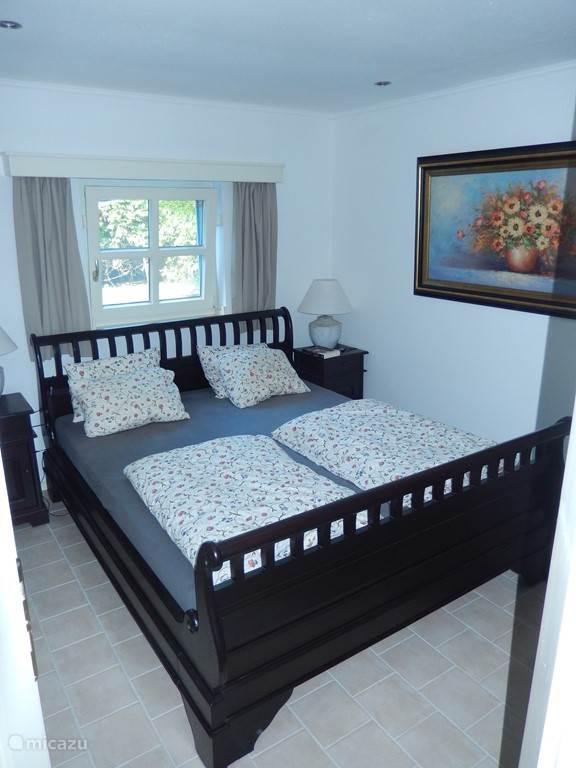 Een frisse en romantische slaapkamer in het nieuwe huis