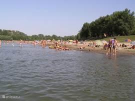 Heerlijk afkoelen aan de Tisza, daar waar de Hongaren dit ook doen en de toeristen het nog niet kennen.