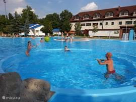 Voor een zwembad kunt u naar een van de plaatsen in de buurt
