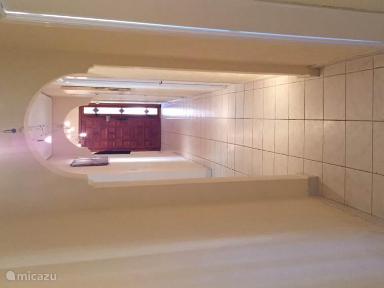 Centrale hal waarvandaan je alle kamers kan betreden