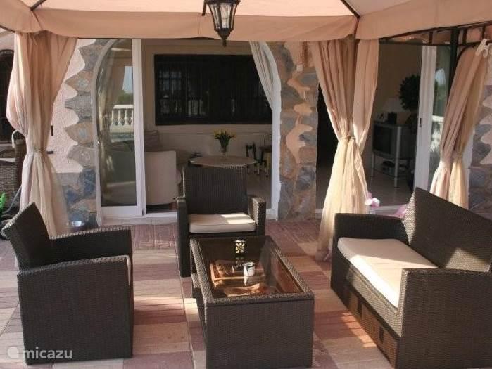 Relaxen buiten op de veranda.