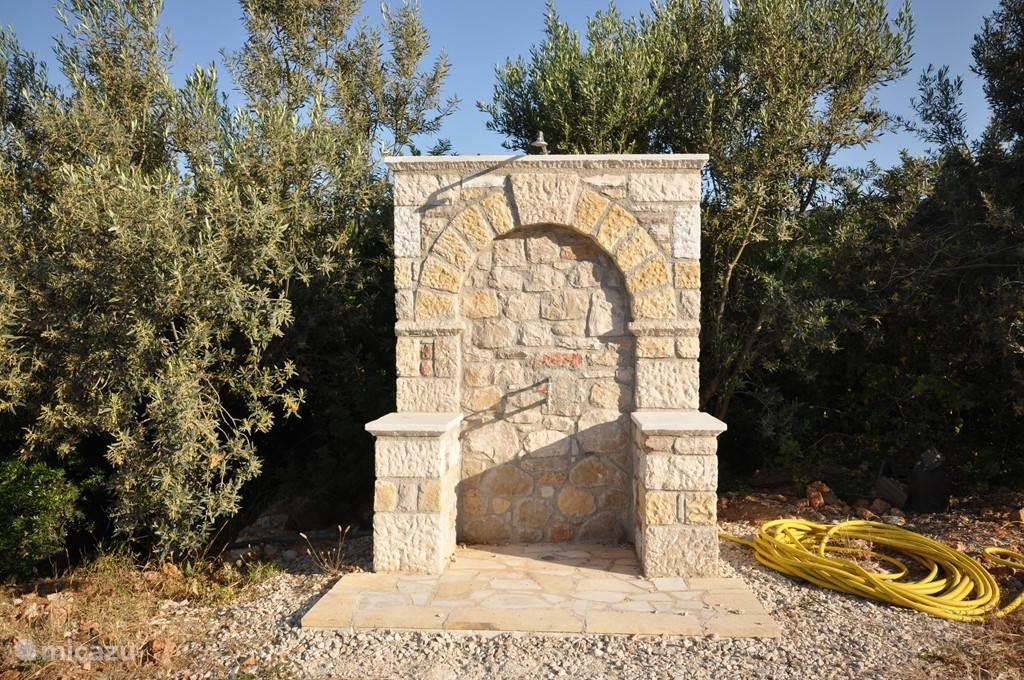 Buitendouche in oud Griekse stijl