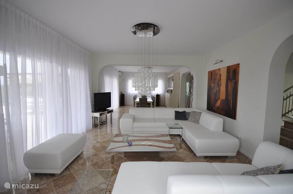 woonkamer, eetkamer 12 personen design interieur ingericht voor maximaal comfort