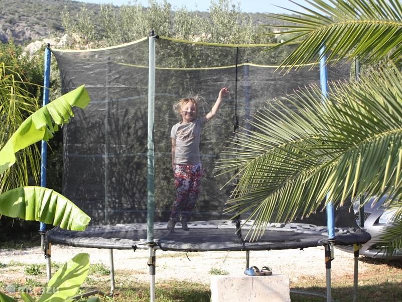 Veel plezier op de trampoline