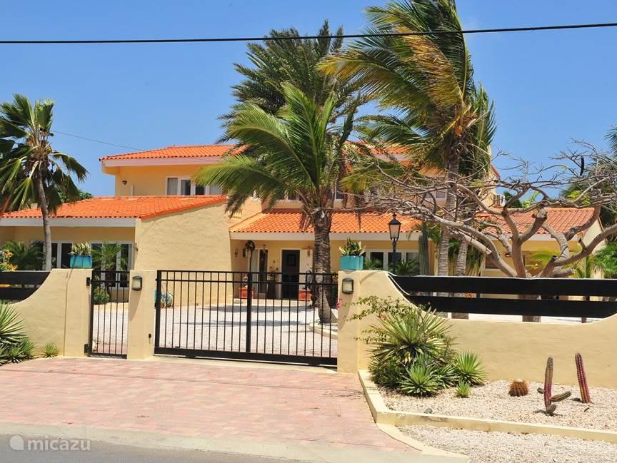 In en uitgang naar de villas en appartementen