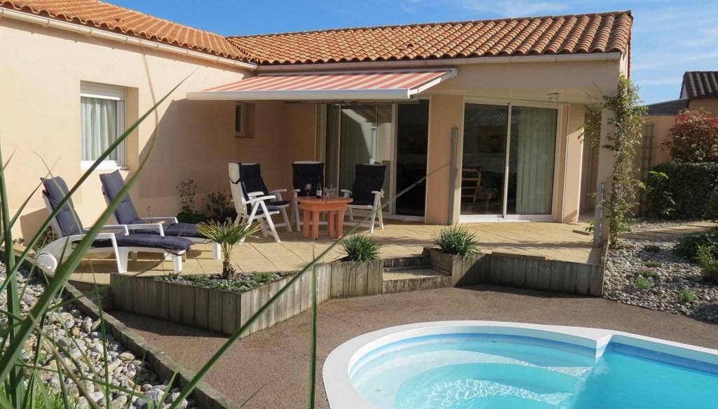Beschikbaar tot 28 mei, 9-16 juni, 1-7 juli, villa + verwarmd zwembad in mooie privétuin, Sables d'Olonne (Vendee),  incl 4 fietsen.  Per week € 999!