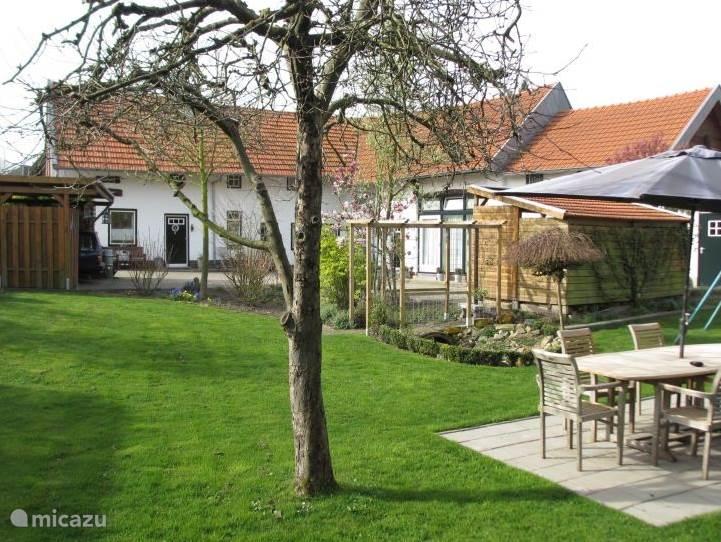 De Craubekerhof gezien vanuit 'uw' tuin.