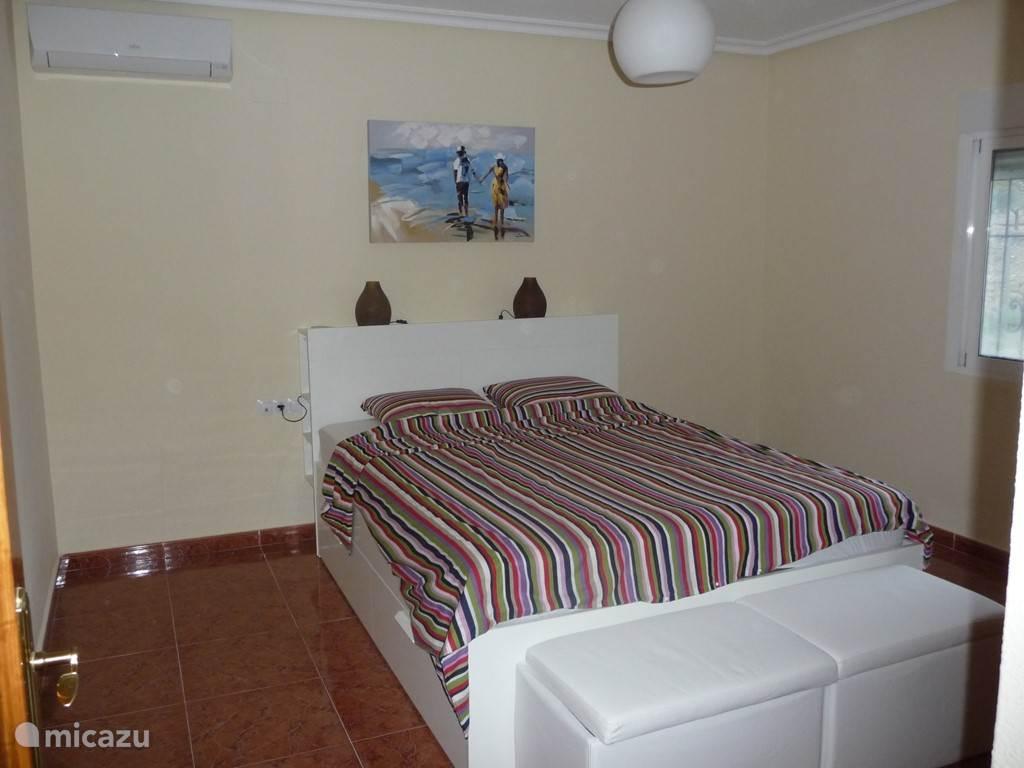 2e tweepersoons slaapkamer met badkamer en suite