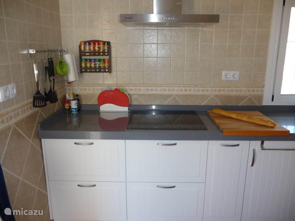 Keuken met inductieplaat