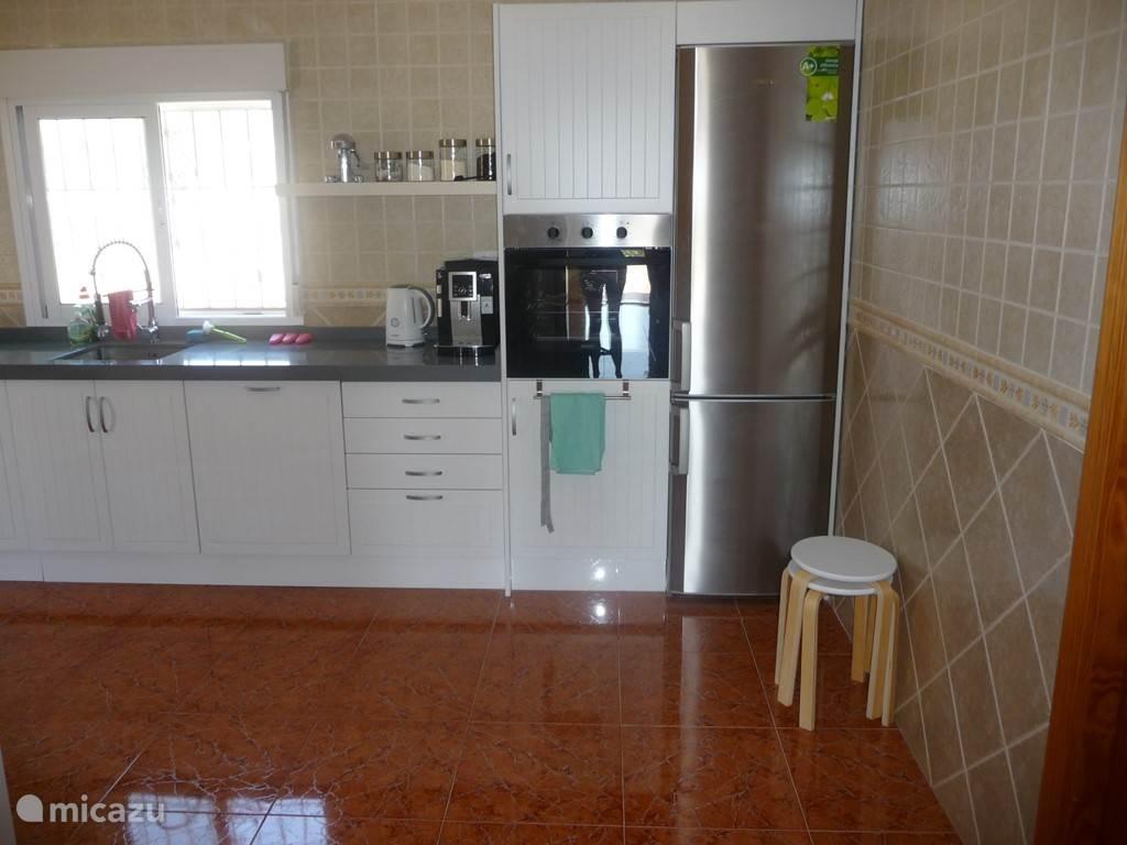 Keuken incl. oven, koelkast en afwasmachine