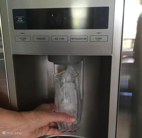 koelkast met ijs machine