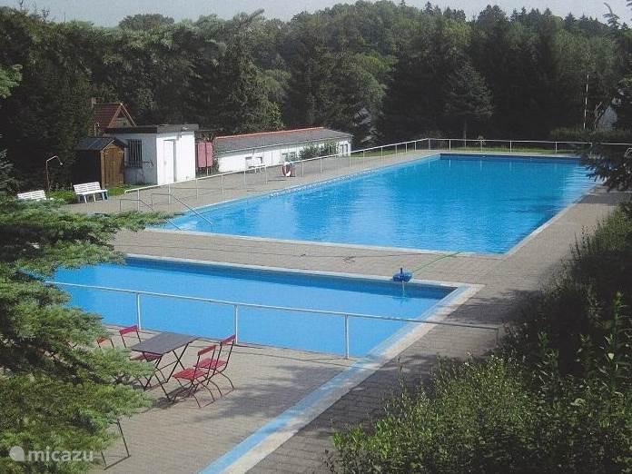 openlucht zwembad op 200 meter