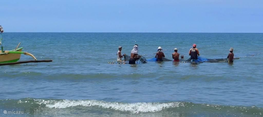 vissers in zee voor de villas