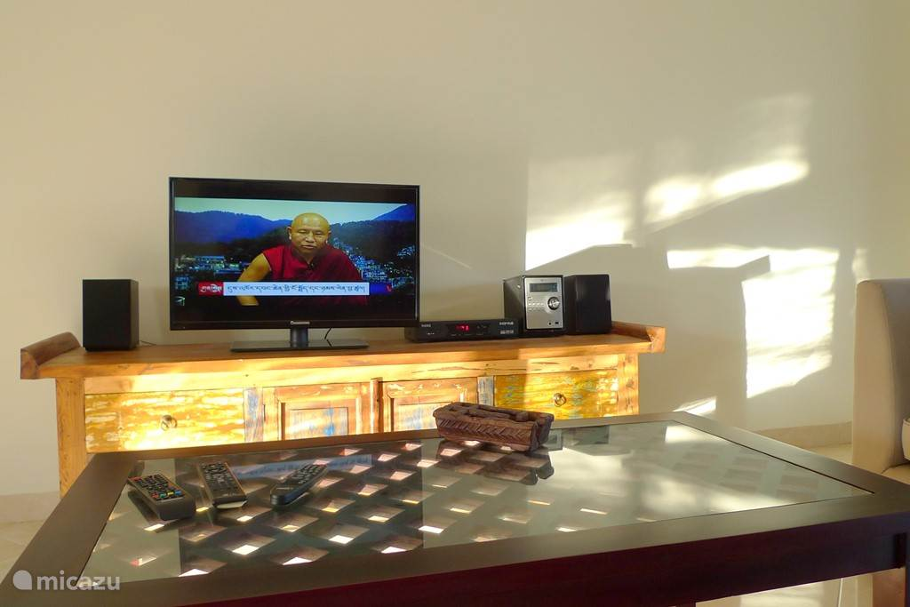 32 # LED TV, Stereo instalation for DVD, Radio and USB