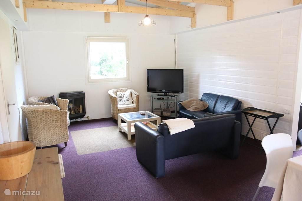 ''Extra'' woonkamer met eigen tv en keuken