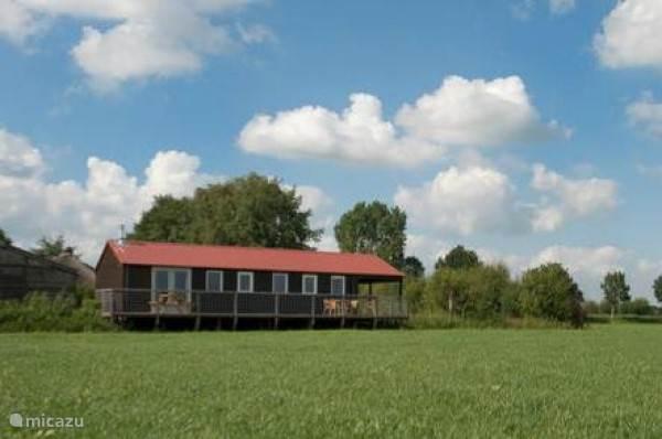 Dit is de achterkant van de bungalow