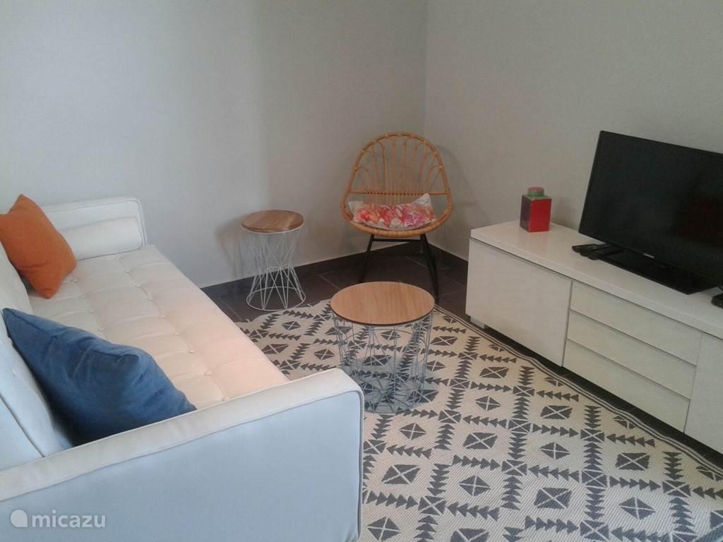woonkamer met international & internet TV