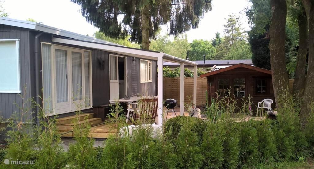 Niets aan toe te voegen, een heerlijk huisje waar u lekker kunt ontspannen in een prachtige omgeving. U hoort alleen het geluid van de vogels en het ruisen van de bomen.