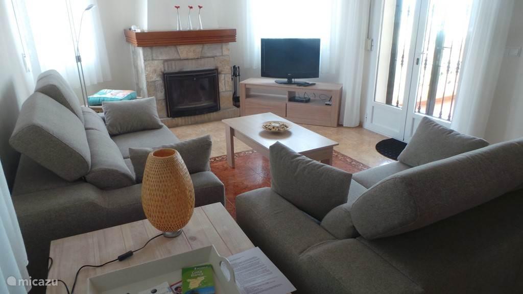 de woonkamer boven, televisie met Nederlandse zenders en wifi