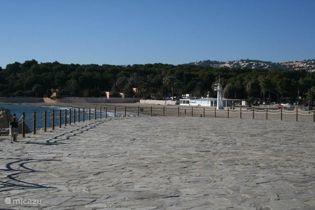 Een van de zandstranden van Moraira.