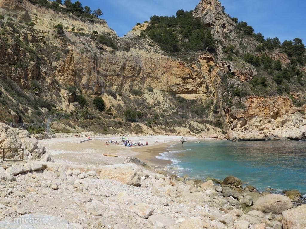 Op 5 minuten van Casa Grietje dit heerlijke strandje waar U kunt snorkelen en zwemmen.