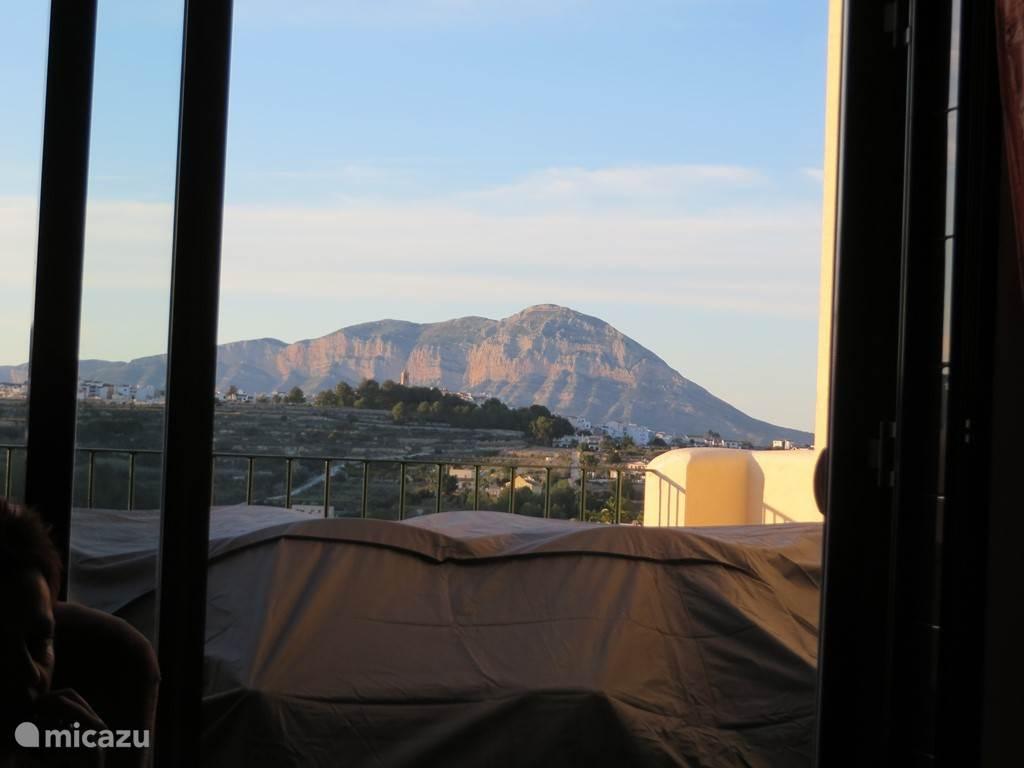 Vanuit de woonkamer kijkt je op de beroemde berg Mongo.