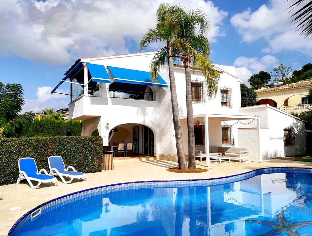 Top villa (8p); zeer groot zwembad, kindvr. en op 600m v. zee: bsb 7-21 jul & 1-29 sep '18 nu met 100€ korting p wk en 250€ bij 2 weken! Boek direct!