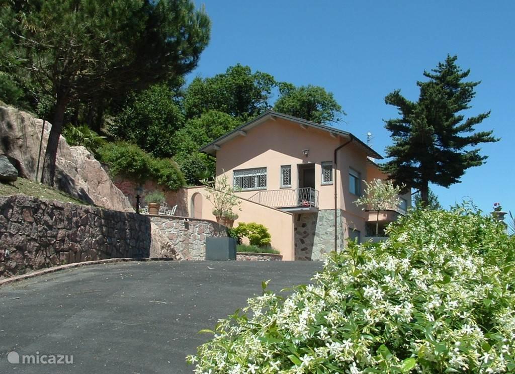 Villa 'Margherita' met het rots-terras
