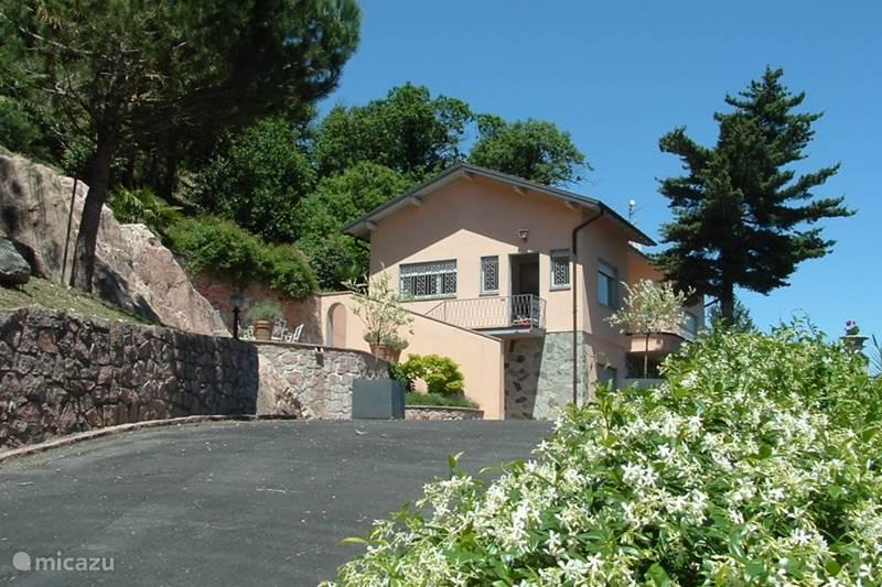 Vakantiehuis Italië, Italiaanse Meren, Brusimpiano Villa Villa 'Margherita'